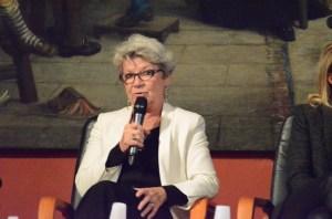 Mme Dominique Gillot